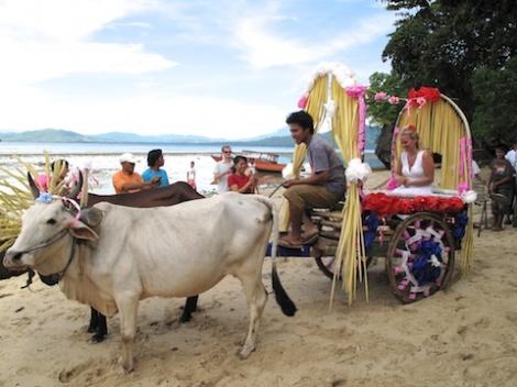 ブナケン島でエコフレンドリーなウェディング