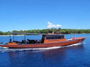ブナケン島チャチャのボート